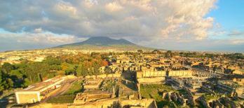 Scavi di Pompei con il Vesuvio - Grande Borgo